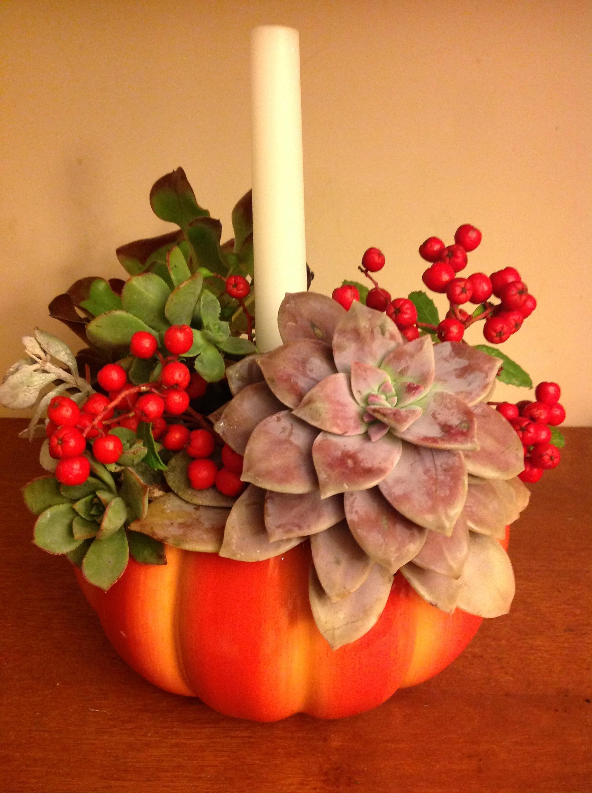 Seven easy and elegant thanksgiving flower arrangements for Simple thanksgiving flower arrangements
