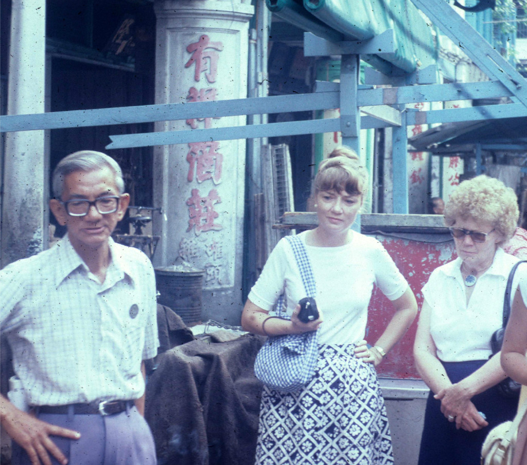 Tresa Eyres  (center) as a newly-arrived expat in 1976 on a walking tour of Chinatown, Singapore. Watching a python being gutted to sell in the market. New experiences seen as opportunities to learn.