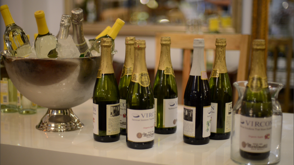 Wine and champagne from Barefoot Wines